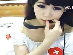 Gorgeous Asian webcam girl fingers her sweet twat