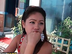 Stud Picks Up A Hot Filipina And he Gets a BJ