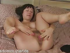 Sarah Rose masturbates her hairy pussy